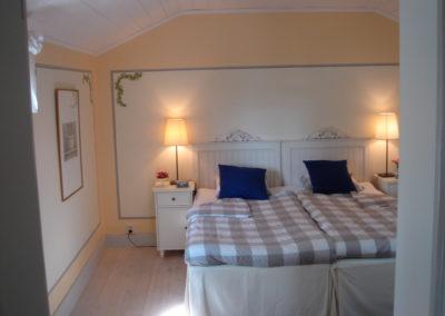Sovrum med dubbelrum på Elfsala Gästgård